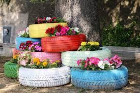Tendenze: arreda i tuoi spazi verdi con l'arte del riciclo
